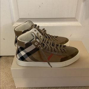 Other - Burberry shoes